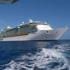 Freedom of the Seas tendered in Grand Cayman