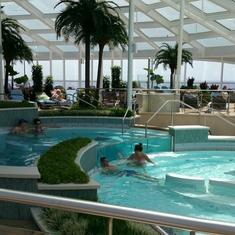 Pool on Ovation of the Seas
