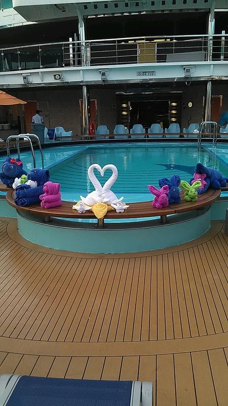 Carnival Dream, Pools, Pool