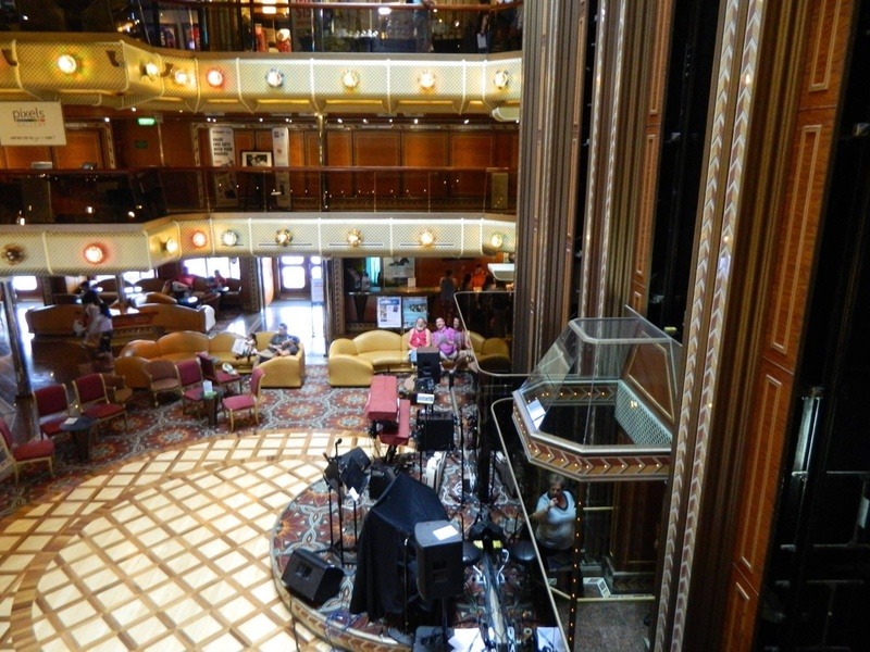 Carnival Conquest, Entertainment, Artists'' Lobby