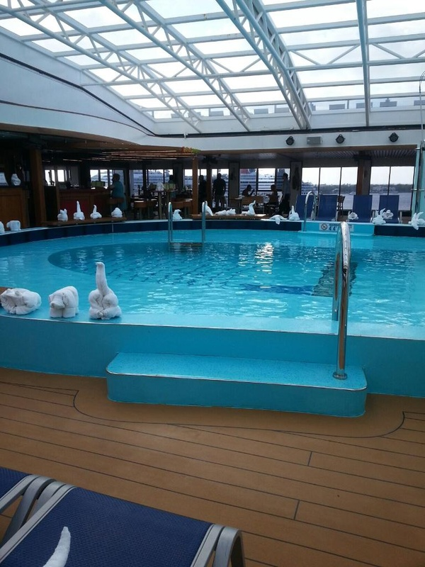 Carnival Pride, Pools, Apollo Forward Pool