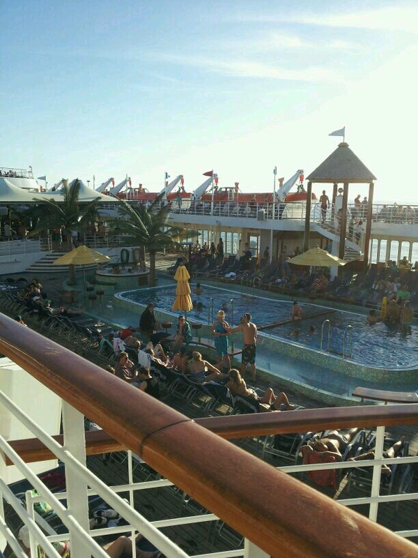 Carnival Fantasy, Pools, Resort Style Pool