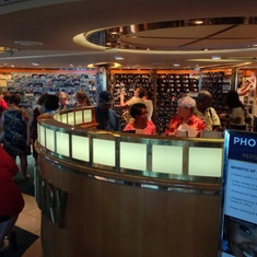 Photo Gallery and Shop on Vision of the Seas