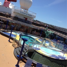 Sun Forward Pool on Carnival Spirit