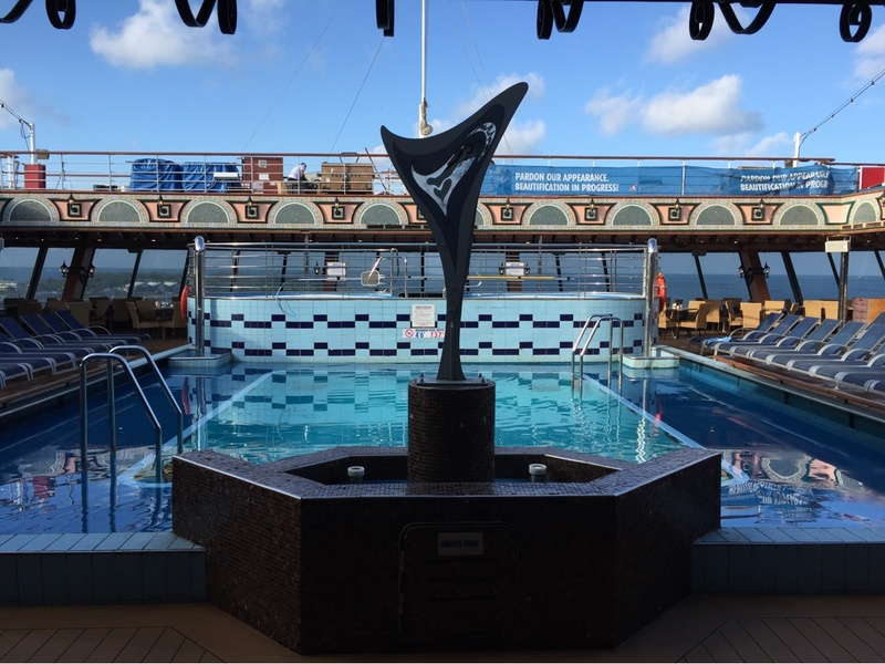 Carnival Victory, Pools, Siren''s Pool