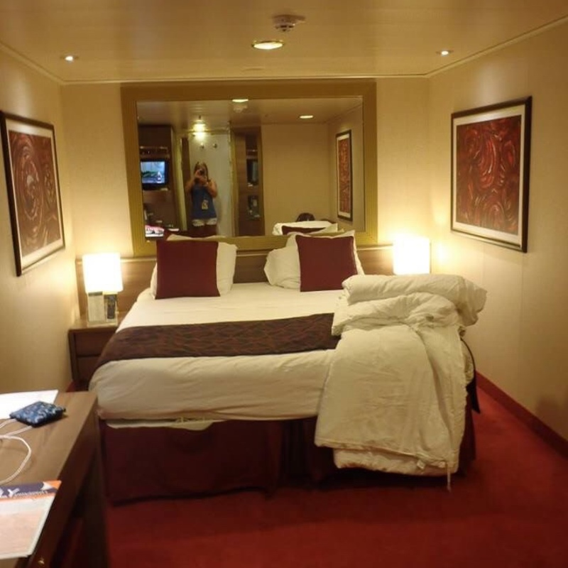 bed set furniture inside cabin 10252 on msc divina category i2 10252