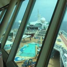 Cosmopolitan Club on Navigator of the Seas