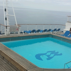 Neptune''s Reef and Pool on Crown Princess