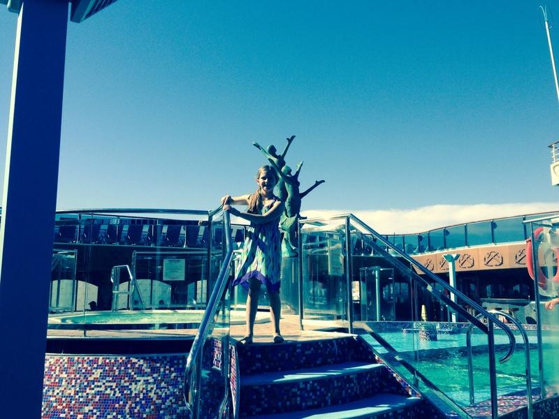 Carnival Miracle, Pools, Sirens Forward Pool