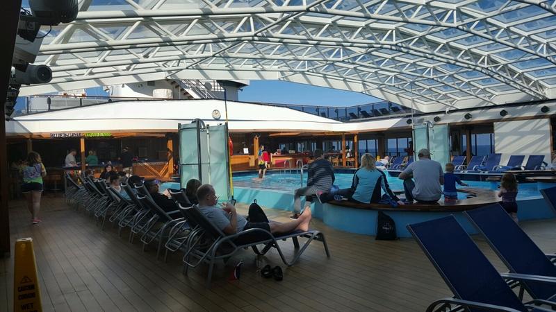 Lido deck pool - Carnival Pride