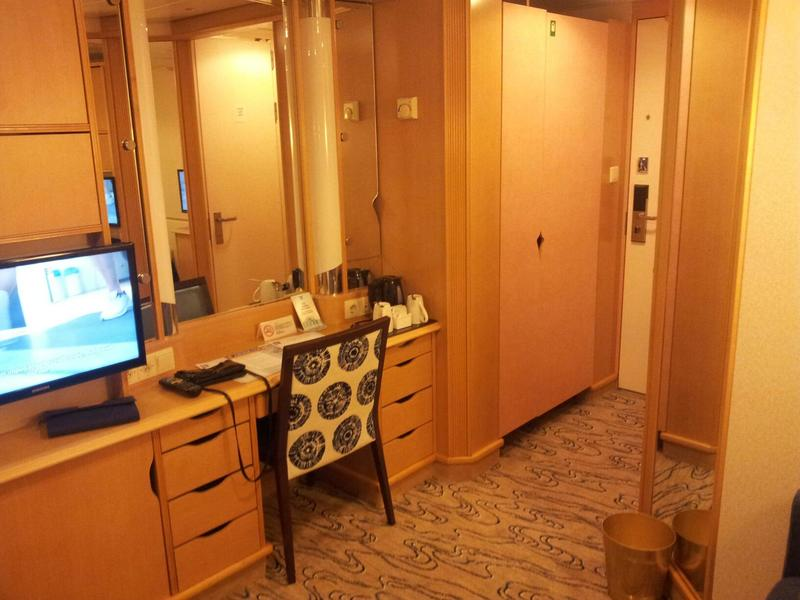 Inside Cabin 9341 on Voyager of the Seas Category SL