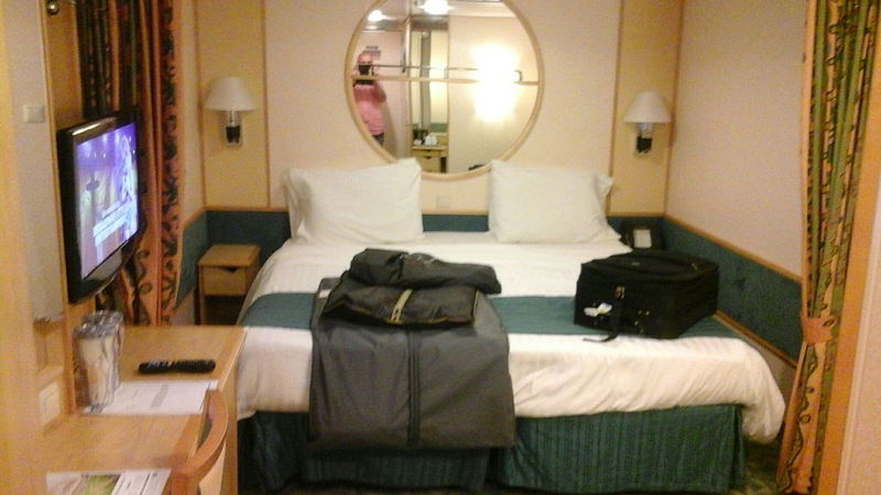 Inside Cabin 1605 On Independence Of The Seas Category Sk