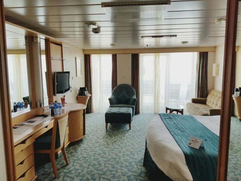 Suite 9354 on liberty of the seas category yu for Liberty of the seas best cabins