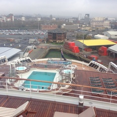 Terrace Pool on Queen Mary 2