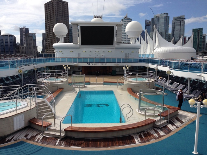 Lido Pool on Island Princess