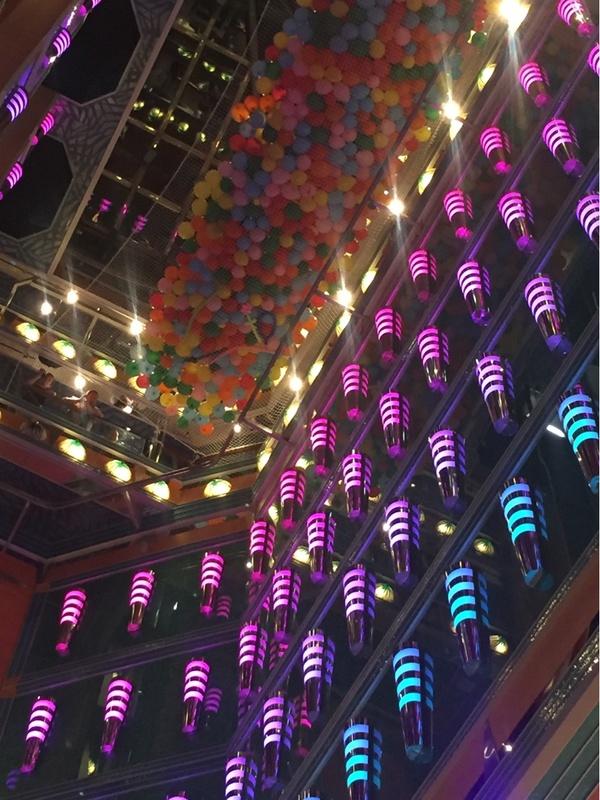 Carnival Magic, Entertainment, Encore! Main Lounge
